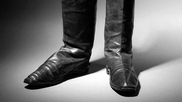 拿破仑流放时的靴子11.7万欧元拍卖