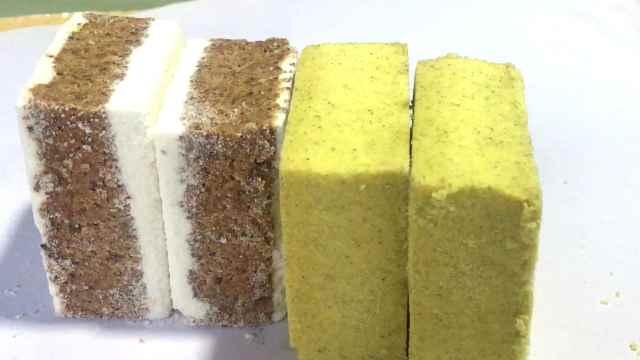 老人做纸包糕点,百年传承零添加剂