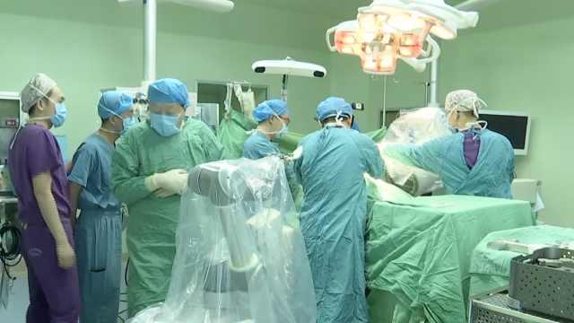 甘青宁首例!骨科机器人走上手术台