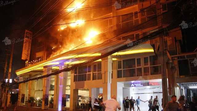 泰国芭提雅酒店大火,400游客逃命
