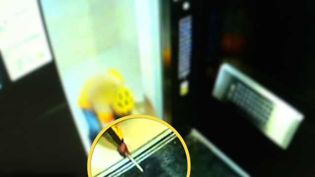 外卖员为赶时间卡住电梯,引发故障