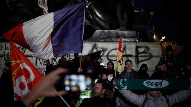 巴黎瘫痪!法国大罢工人数已达百万