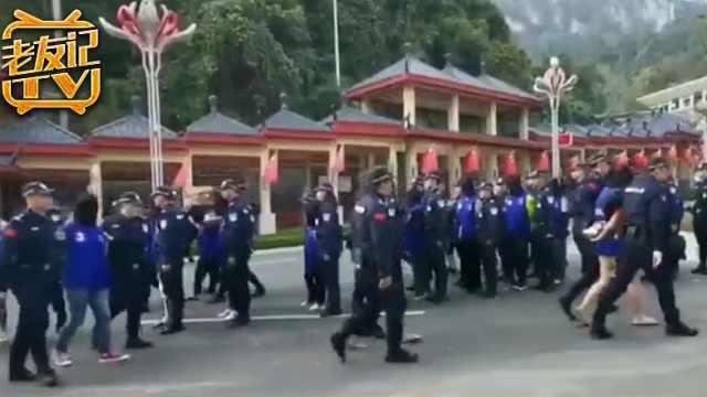 警方跨国办案押解21名嫌疑人回国