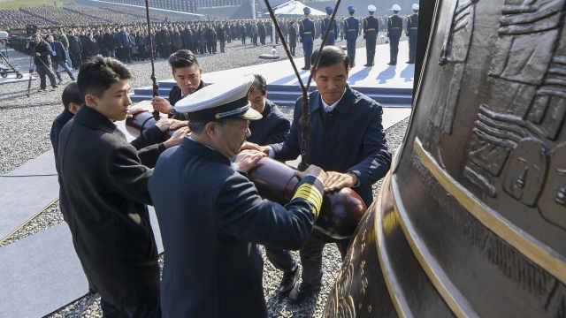 公祭仪式撞钟军人:有能力保卫国家