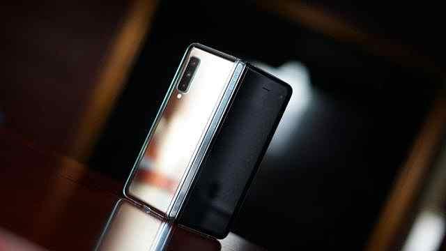 三星首款折叠屏手机销量破百万