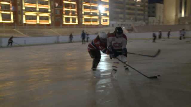黑河少年学冰球免费,冰刀都学校发