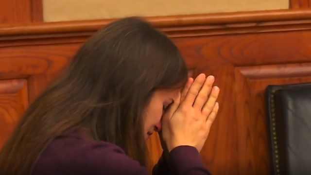 女教师给学生发不雅照或被判刑两年