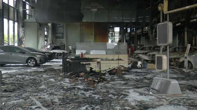 别克4s店发生火灾,30多台车成废墟