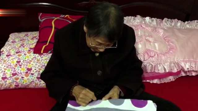 八旬老人为女儿驾驶的公交车缝坐垫