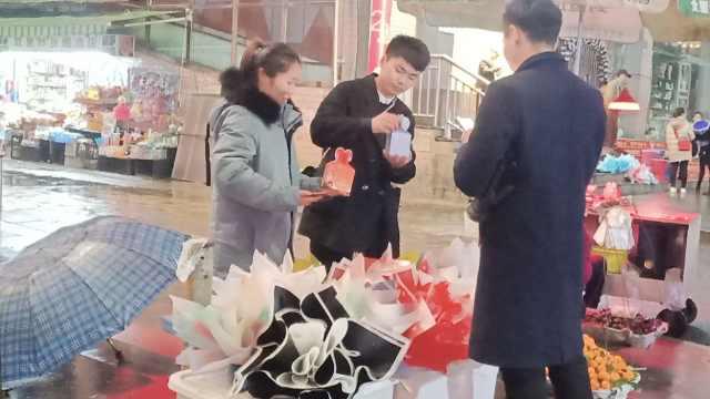 夫妻平安夜卖苹果,一夜赚6百奶粉钱