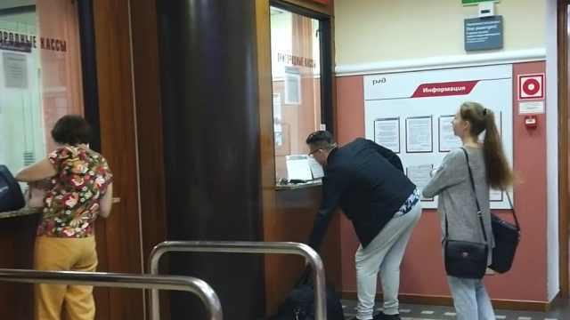 俄罗斯海参崴火车站的候车厅很精致