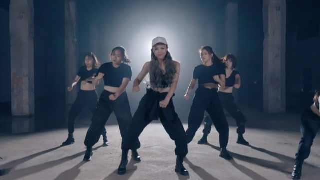 长腿小姐姐工厂热舞