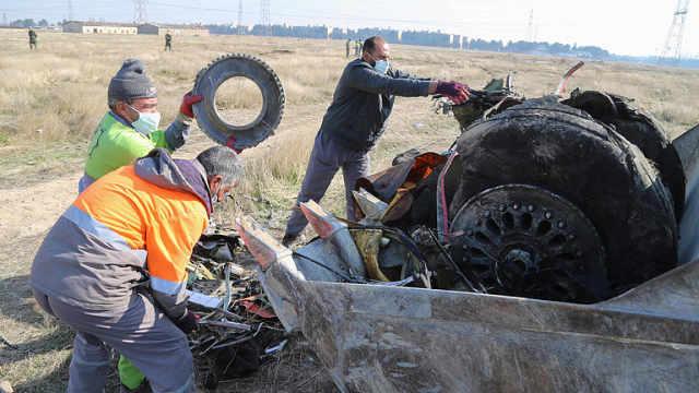 乌克兰调查坠机是否与导弹袭击相关