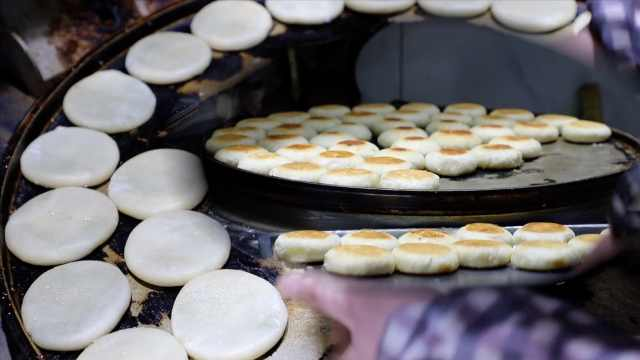前国家队队员卖冠军酥饼:日销5千个