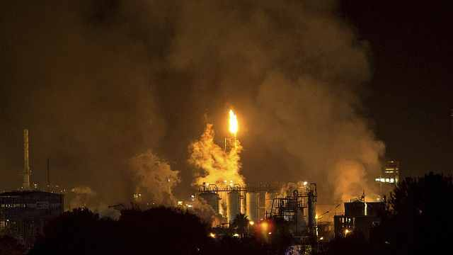 1死8伤!西班牙化工厂爆炸形似核爆