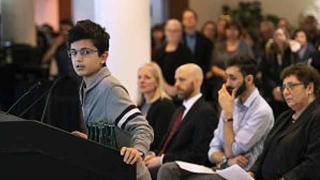 伊朗坠机遇难者儿子演讲:如梦一场