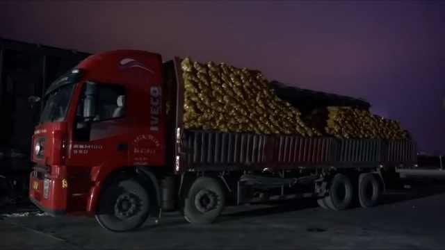甘肃列车载150吨土豆洋葱驰援武汉