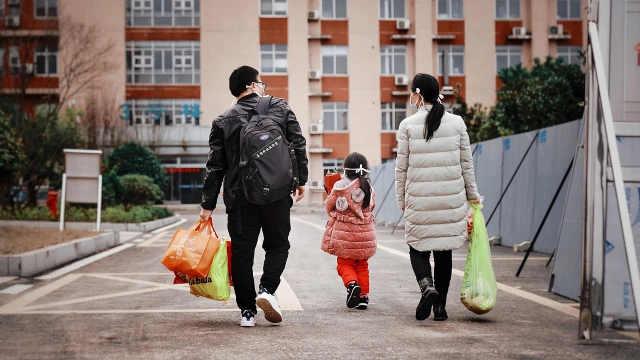 湖南最小患者治愈出院:系4岁女童