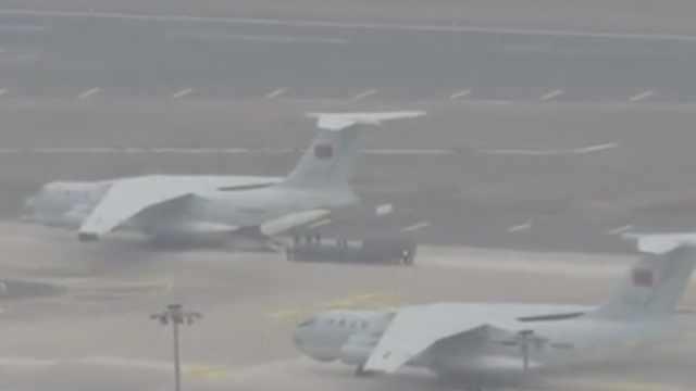 空军8架运输机抵汉,携大量人员物资