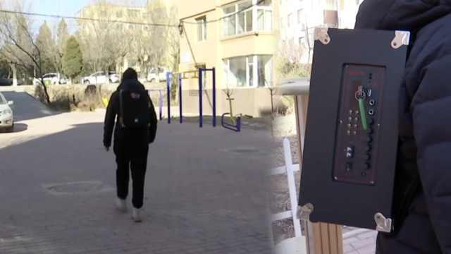 她背6公斤音响宣传抗疫,日行4万步
