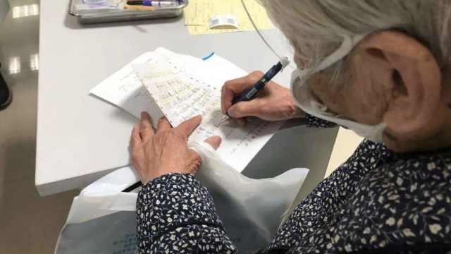 64岁儿确诊,90岁母亲留信
