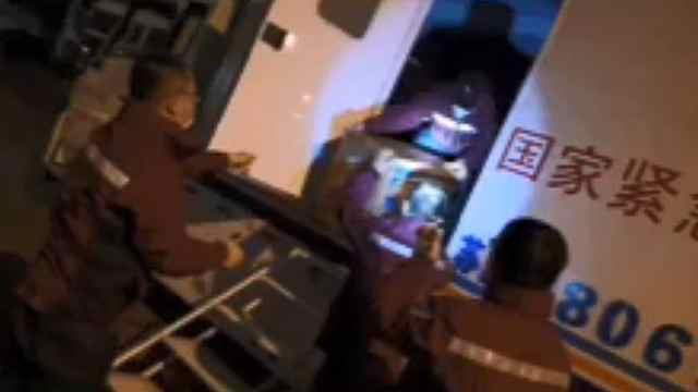 国家紧急医学救援队展开救治工作