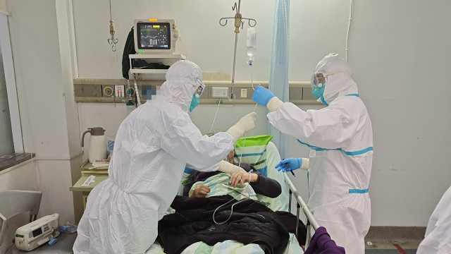 直击抗疫病房:患者忍着咳嗽护医生