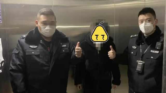 擦鼻涕纸巾塞电梯纸巾盒,男子被拘