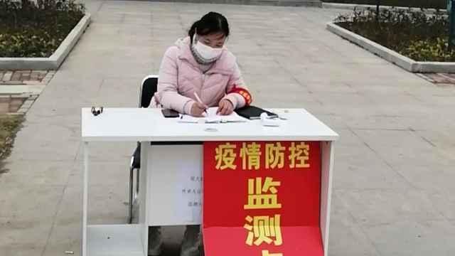研究生在湖北老家抗疫:守村口测温