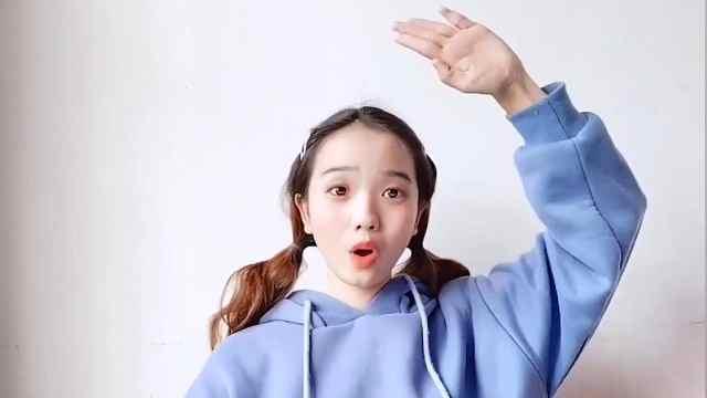 丑小鸭姐姐教学手势舞传递爱国之情