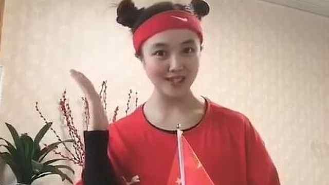 和丑小鸭姐姐学跳爱国舞蹈