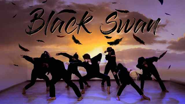 大冷天光脚板跳舞,极致还原韩团BTS黑天鹅,妹子们太帅气!