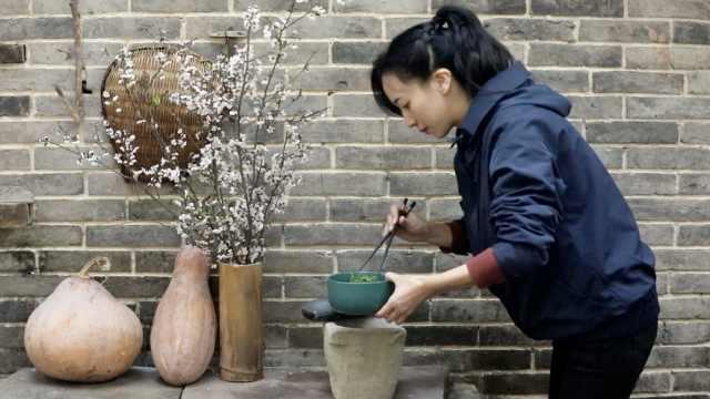"""重庆""""李子柒""""!她疫期宅家做清明粑,田园画风超养眼"""