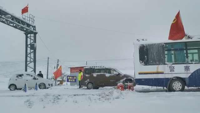 海拔3600米防疫卡点:阿坝12名警员零下15度,风雪中昼夜坚守