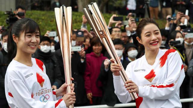 奥运圣火在日本按原计划传递,火炬手原则上不戴口罩