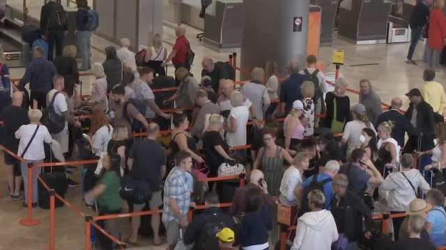 海外封城|西班牙地铁火车依旧人满为患,商店餐厅酒吧关闭