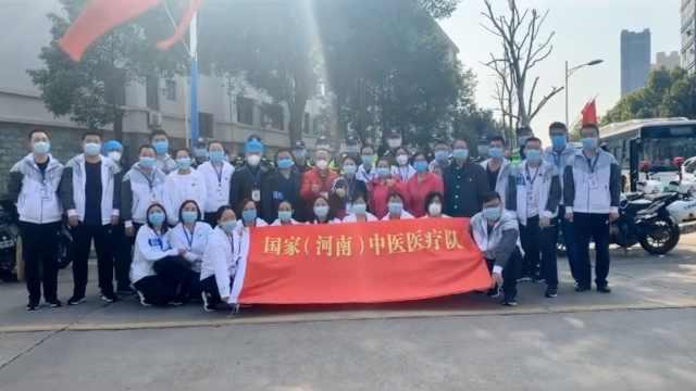 河南援鄂医疗队98人今晚抵郑,患者拉手哽咽:不舍得你们走