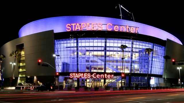 美媒:湖人主场成新冠重灾区,NBA和NHL确诊球员半数相关