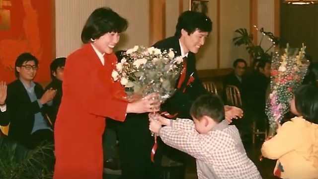 激荡中国丨这婚还能这么结?快餐店里的婚礼