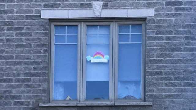 在他乡|旅居加拿大教师:市民聊天隔2米,孩子窗口贴彩虹传递爱