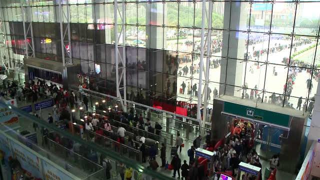 湖南岳阳迎来客流高峰:日均2万名湖北籍旅客由此返岗复工