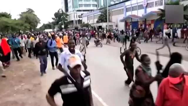 肯尼亚警察硬核抗疫:开始每日宵禁,发射催泪瓦斯驱散人群