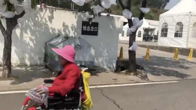 老奶奶送别19名救火者伤心大哭,在西昌外国人追悼:感同身受