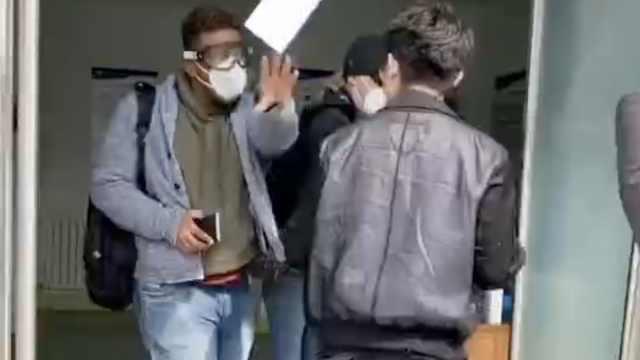 青岛回应社区核酸检测有外国人插队:采样人员较多,深表歉意