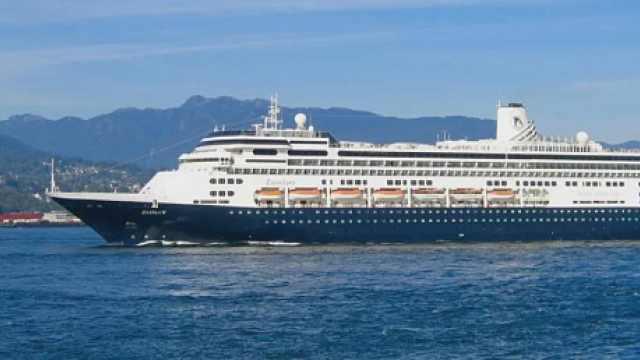 赞丹号邮轮9人确诊4人死亡,载近2000人无处靠岸,乘客痛哭