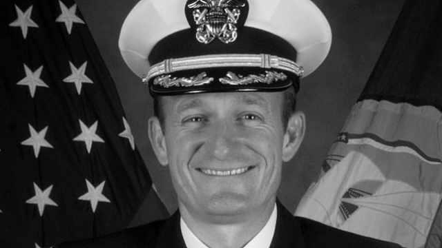 美国航母舰长因写信求援被免职,军方称对其失去信任