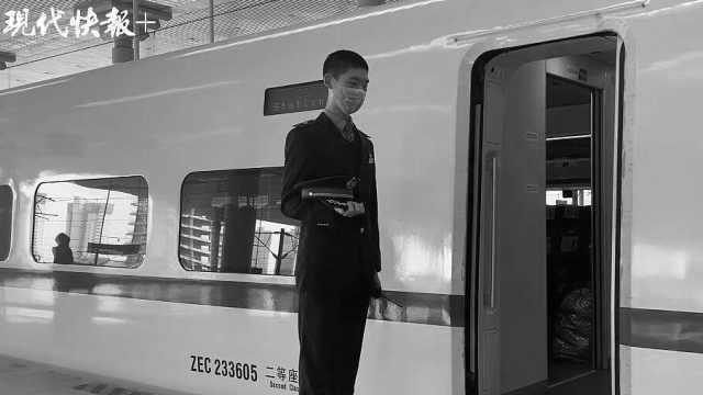 开往武汉的高铁,这一刻,停下默哀