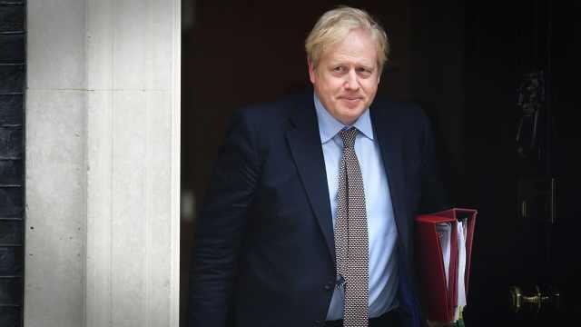 让英国首相染上新冠肺炎的,可能是这个迷惑操作