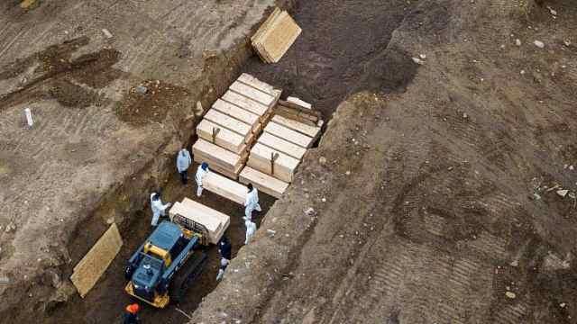 纽约市长回应无人岛埋葬遗体:这很沉重,不止有新冠肺炎逝者
