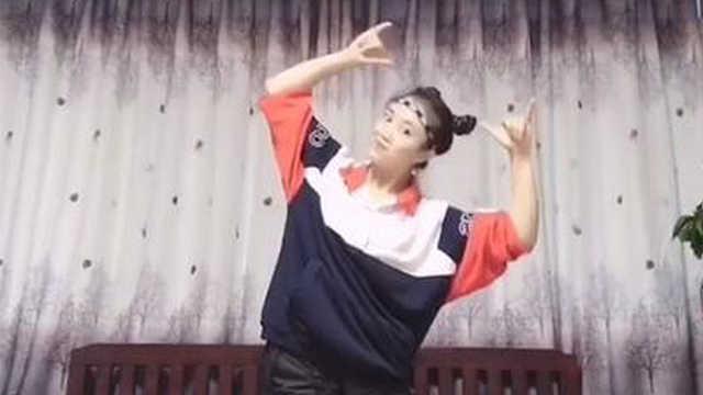 丑小鸭姐姐教你学跳舞蹈《大王叫我来巡山》
